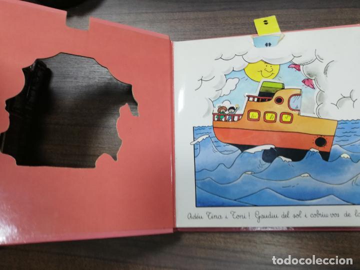 Libros de segunda mano: ELS TRANSPORTS. TINA I TONI. EDICIONS BEASCOA, 1989. CUENTO TROQUELADO. VER FOTOS. - Foto 2 - 195367920