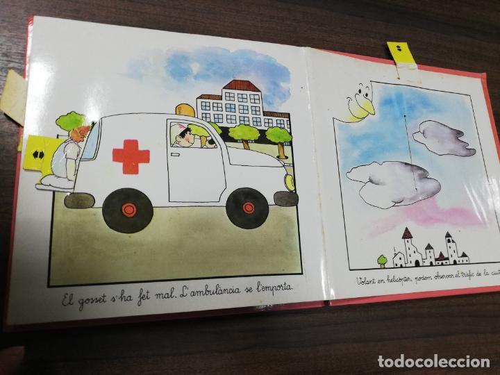 Libros de segunda mano: ELS TRANSPORTS. TINA I TONI. EDICIONS BEASCOA, 1989. CUENTO TROQUELADO. VER FOTOS. - Foto 5 - 195367920