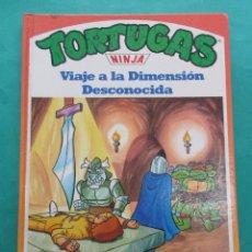 Libros de segunda mano: TORTUGSAS NINJA. VIAJE A LA DIMENSIÓN DESCONOCIDA. 1990. CARTONÉ. 28 PÁGINAS. 27 X 20 CM.. Lote 195457993