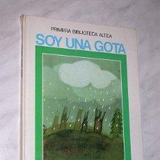 Libros de segunda mano: SOY UNA GOTA. TEXTO DE GARCÍA SÁNCHEZ Y PACHECO, DIBUJOS DE ASUN BALZOLA. ALTEA, 1983. VER MÁS ++++. Lote 197730508
