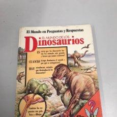 Libros de segunda mano: EL MUNDO DE LOS DINOSAURIOS. Lote 198052918