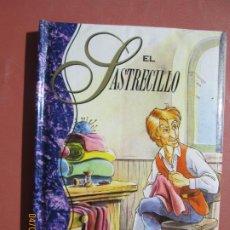 Libros de segunda mano: EL SASTRECILLO , CUENTOS GRIMM COLECCION EL PEQUEÑO BAUL. Lote 277280883