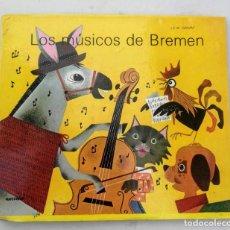 Libros de segunda mano: ANTIGUO Y PRECIOSO CUENTO TROQUELADO POP UP - LOS MUSICOS DE BREMEN DE J.E.W. GRIMM - EDICIONES HYMS. Lote 203529281