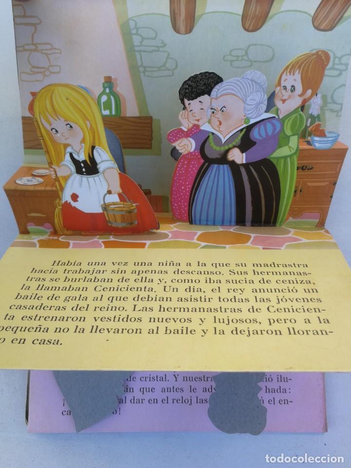 Libros de segunda mano: ANTIGUO Y PRECIOSO CUENTO PANORAMICO Y TROQUELADO - LA CENICIENTA - CUENTOS CLASICOS - EDITORIAL ROM - Foto 2 - 204273075