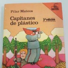 Libros de segunda mano: CAPITANES DE PLÁSTICO FIRMADO POR PILAR MATEOS. Lote 208575793