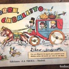 Livres d'occasion: CORRE, CABALLITO... LIBRO-JUGUETE. CON UNA DILIGENCIA PARA PASEARLA POR LOS PAISES DEL LIBRO. Lote 214638561