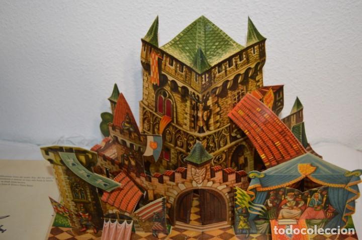 Libros de segunda mano: EL TORNEO en el castillo de COSTER / BANCROFT & CO - Cuento con dioramas / Años 60 ¡Mira, precioso! - Foto 3 - 218523498