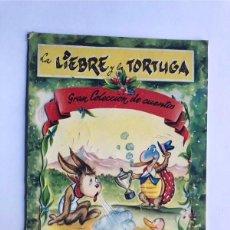 Libros de segunda mano: SABATÉS / LA LIEBRE Y LA TORTUGA / ED. INFANTIL AÑOS 50 / CUBIERTA TROQUELADA. Lote 233007275