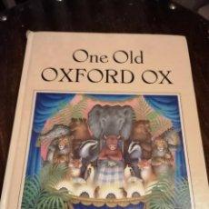 Libros de segunda mano: ONE OLD OXFORD OX, ÁLBUM INFANTIL ORIGINAL DE 1977. NICOLA BAYLEY. Lote 246173730