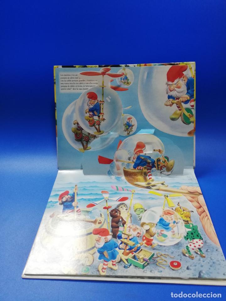 Libros de segunda mano: EL VIAJE EN UN GLOBO FANTASTICO. CUENTO TROQUELADO A COLOR. LICENCIA EDITORIAL 2001. VER FOTOS. - Foto 3 - 248721245