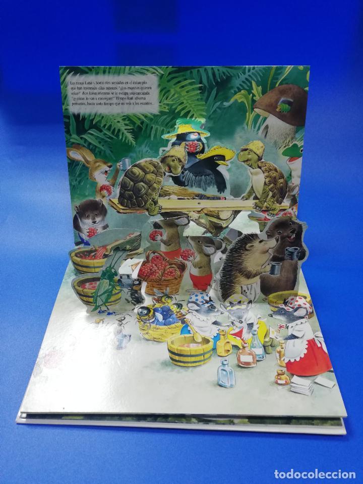 Libros de segunda mano: EL VIAJE EN UN GLOBO FANTASTICO. CUENTO TROQUELADO A COLOR. LICENCIA EDITORIAL 2001. VER FOTOS. - Foto 4 - 248721245
