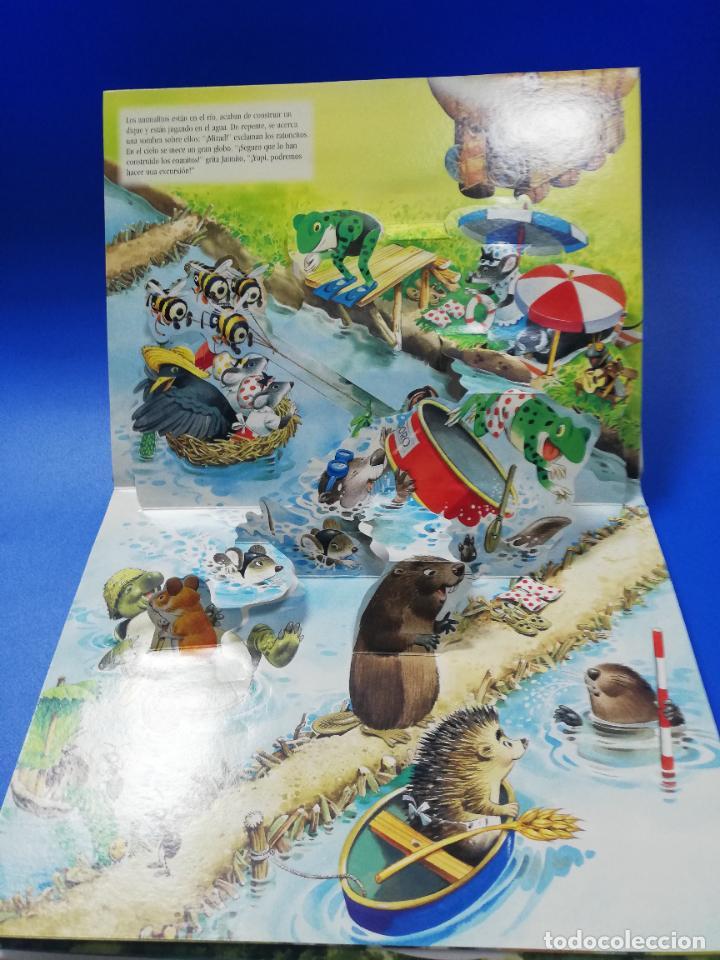 Libros de segunda mano: EL VIAJE EN UN GLOBO FANTASTICO. CUENTO TROQUELADO A COLOR. LICENCIA EDITORIAL 2001. VER FOTOS. - Foto 5 - 248721245