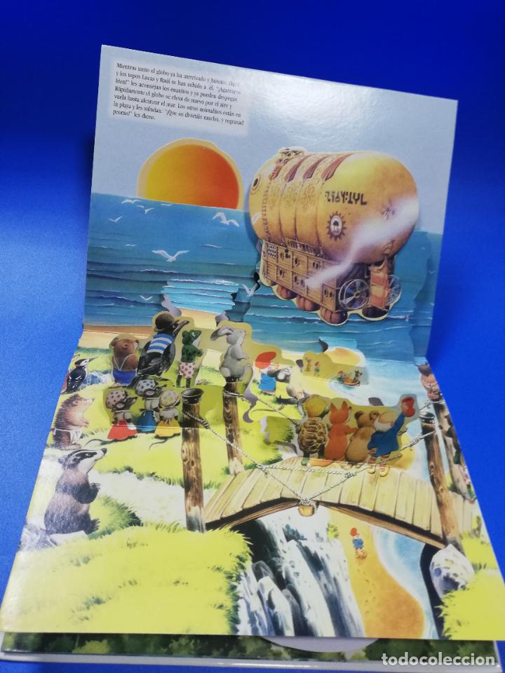 Libros de segunda mano: EL VIAJE EN UN GLOBO FANTASTICO. CUENTO TROQUELADO A COLOR. LICENCIA EDITORIAL 2001. VER FOTOS. - Foto 6 - 248721245