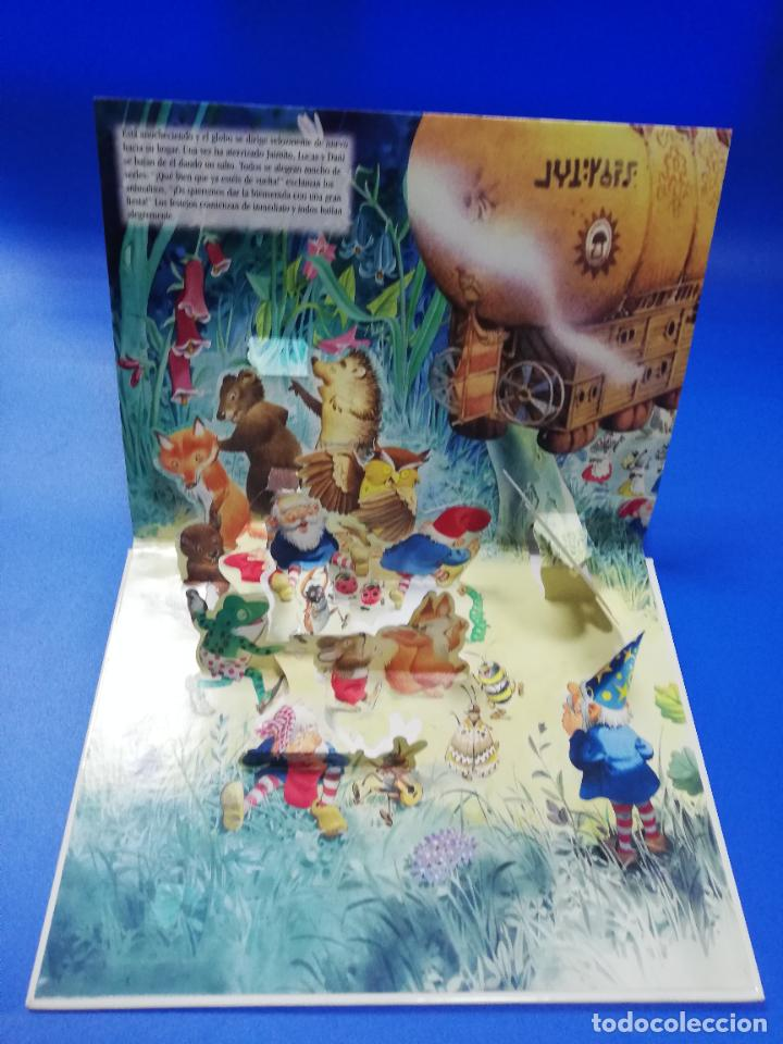 Libros de segunda mano: EL VIAJE EN UN GLOBO FANTASTICO. CUENTO TROQUELADO A COLOR. LICENCIA EDITORIAL 2001. VER FOTOS. - Foto 9 - 248721245