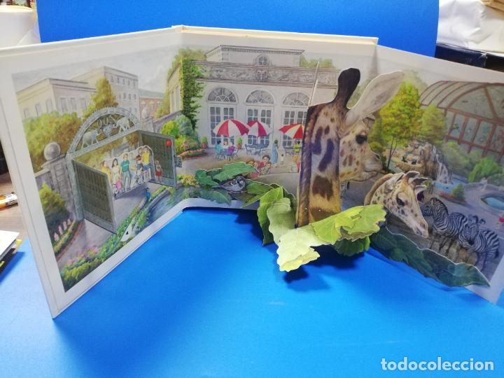Libros de segunda mano: EL EL ZOO. TODOLIBRO. CUENTO TROQUELADO A COLOR. 1992. VER FOTOS. - Foto 2 - 248721645