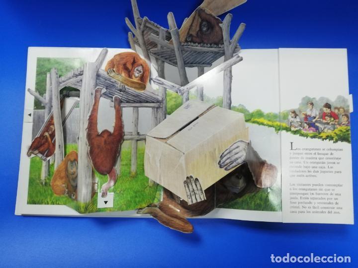 Libros de segunda mano: EL EL ZOO. TODOLIBRO. CUENTO TROQUELADO A COLOR. 1992. VER FOTOS. - Foto 4 - 248721645