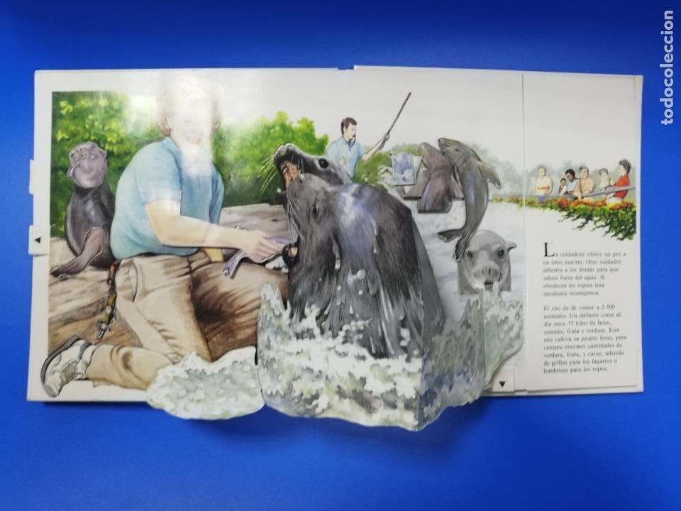Libros de segunda mano: EL EL ZOO. TODOLIBRO. CUENTO TROQUELADO A COLOR. 1992. VER FOTOS. - Foto 6 - 248721645