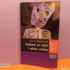 Libros de segunda mano: VETLLANT UN MORT I ALTRES CONTES. GUY DE MAUPASSANT.. Lote 254287645