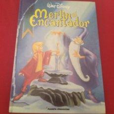 Libros de segunda mano: LIBRO CUENTO INFANTIL MERLÍN EL ENCANTADOR PLANETA DE AGOSTINI WALT DISNEY. Lote 264209492
