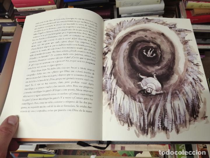 Libros de segunda mano: ALICIA EN EL PAÍS DE LAS MARAVILLAS . LEWIS CARROLL. ILUSTRACIONES MARTA GÓMEZ-PINTADO. 2009 - Foto 5 - 266975619