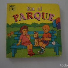 Libros de segunda mano: EN EL PARQUE COLECCIÓN MI PRIMER LIBRO. Lote 275578433