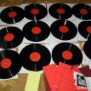 Libros de segunda mano: ANTIGUO CURSO DE FRANCES EL FRANCES DE LOS FRANCESES CON 12 DISCOS LP COMPLETO CON MALETIN. Lote 81660088