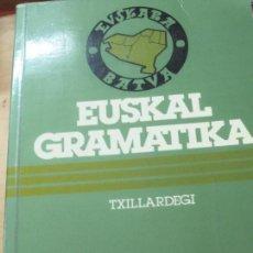 Libros de segunda mano: EUSKAL GRAMATIKA TXILLARDEGI JOSÉ LUIS ALVAREZ ENPARANTZA EDIT VASCAS AÑO 1978. Lote 113256515