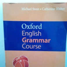 Libros de segunda mano: OXFORD ENGLISH GRAMMAR COURSE - MICHAEL SWAN, CATHERINE WALTER - WITH ANSWERS (ENVÍO 4,31€). Lote 136821638