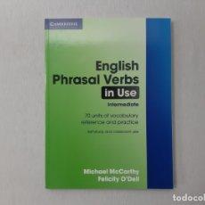 Libros de segunda mano: ENGLISH PHRASAL VERBS IN USE INTERMEDIATE (PROFESSIONAL ENGLISH IN USE) POR MICHAEL MCCARTHY (2004). Lote 156268462