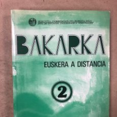 Libros de segunda mano: BAKARKA 2, EUSKERA A DISTANCIA. JUAN ANTONIO LETAMENDIA. ED. GOBIERNO VASCO 1991. 349 PÁGINAS.. Lote 172060209