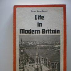 Libros de segunda mano: LIFE IN MODERN BRITAIN. Lote 174127060