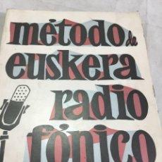 Libros de segunda mano: MÉTODO DE EUSKERA RADIOFÓNICO EUSKERA IRRATI BIDEZ 1º CURSO JUAN OÑATIBIA EDIT EDILI 1967. Lote 207103796