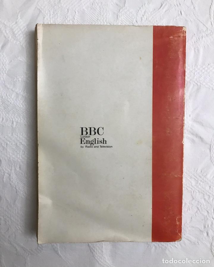 Libros de segunda mano: THE BBC ENGLISH COURSE. GETTING ON IN ENGLISH. CALLING THE BEGINNERS. DISCOS. CURSO DE INGLÉS - Foto 3 - 211511616