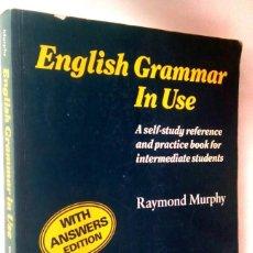 Libros de segunda mano: ENGLISH GRAMMAR IN USE. WITH ANSWERS. (CON SOLUCIONES). RAYMOND MURPHY. Lote 218195135