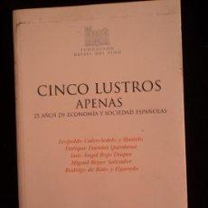 Libros de segunda mano: CINCO LUSTROS APENAS 25 ALOS ECONOMIA ESPAÑOLA VARIOS AUTORES FUNDACION DEL PINO. 2005 140 PAG. Lote 37930684