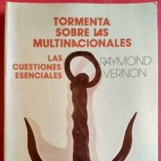 Libros de segunda mano: RAYMOND VERNON . TORMENTA SOBRE LAS MULTINACIONALES: LAS CUESTIONES ESENCIALES. Lote 64799607