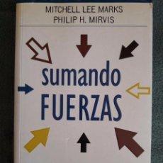 Libros de segunda mano: SUMANDO FUERZAS / MITCHELL LEE MARKS / VERGARA BUSINESS / 1ª EDICIÓN 2002. Lote 94985651