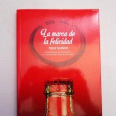 Libros de segunda mano: LA MARCA DE LA FELICIDAD - UN RECORRIDO POR LOS 60 AÑOS DE LA COMUNICACIÓN DE COCA-COLA EN ESPAÑA . Lote 95234267