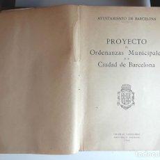 Libros de segunda mano: PROYECTO DE ORDENANZAS MUNICIPALES DE LA CIUDAD DE BARCELONA. GRÁFICAS CASULLERAS. 1946.. Lote 96577895