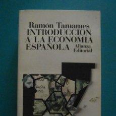 Libros de segunda mano: INTRODUCCION A LA ECONOMIA ESPAÑOLA. RAMON TAMAMES. ALIANZA EDITORIAL. Lote 98775815