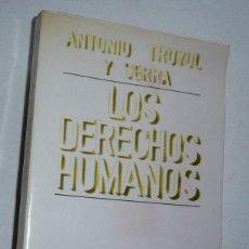 Libros de segunda mano: LOS DERECHOS HUMANOS (ESTUDIO PRELIMINAR DE ANTONIO TRUYOL Y SERRA) (EDITORIAL TECNOS, 1982). Lote 108698675