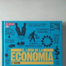 Libros de segunda mano: EL LIBRO DE LA ECONOMÍA - VV. AA. (AKAL, 2013). Lote 113033947