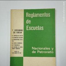Libros de segunda mano: REGLAMENTOS DE ESCUELAS NACIONALES Y DE PATRONATO. EDITORIAL ESCUELA ESPAÑOLA. TDK350. Lote 128653399