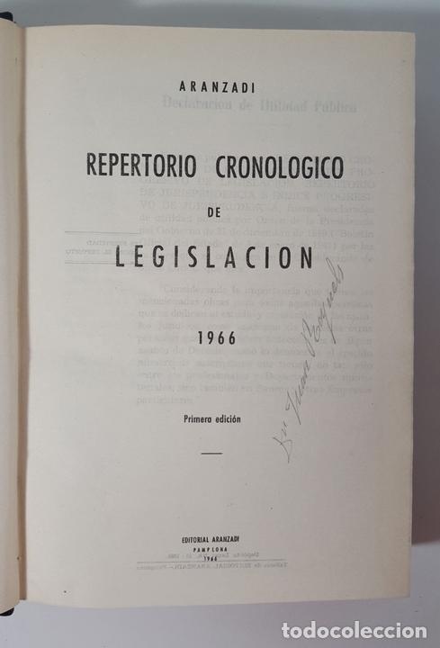 Libros de segunda mano: REPERTORIO CRONOLÓGICO DE LEGISLACIÓN. 38 TOMOS. EDIT ARANZADI. PAMPLONA. 1966/ 1986. - Foto 4 - 145509826