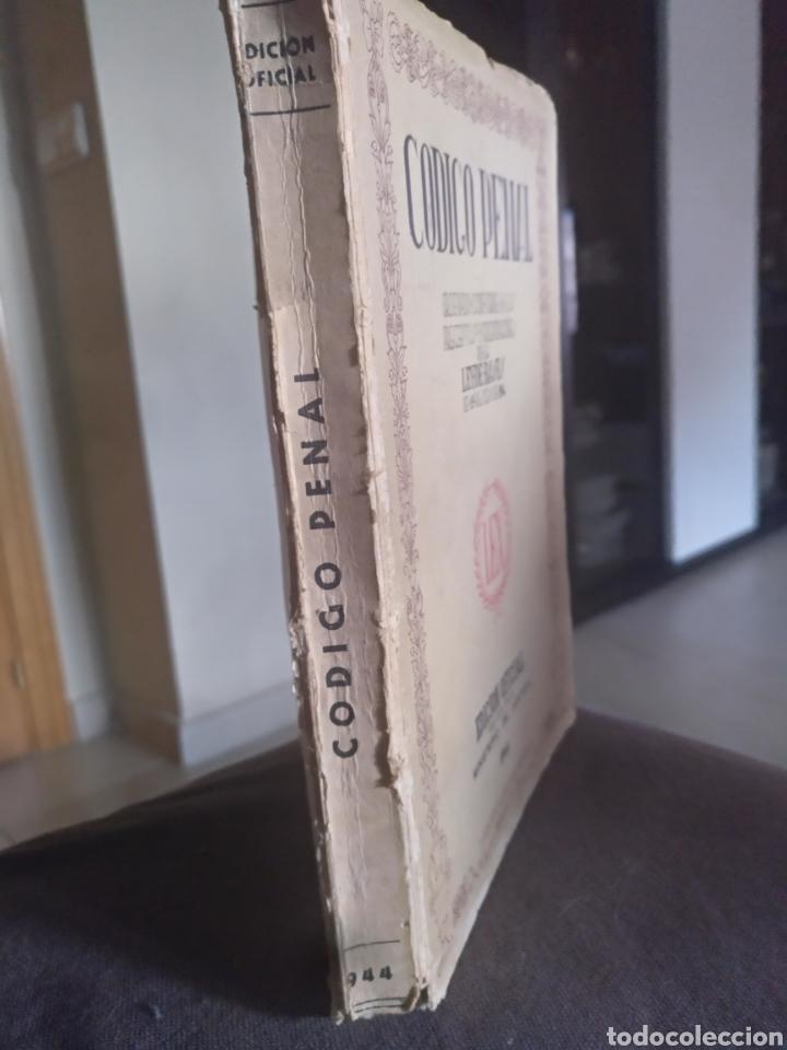 Libros de segunda mano: Codigo penal edicion oficial ministerio justicia 1944 - Foto 2 - 158450312