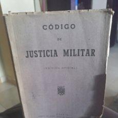 Libros de segunda mano: CODIGO DE JUSTICIA MILITAR EDICION OFICIAL MADRID 1945. Lote 158451158