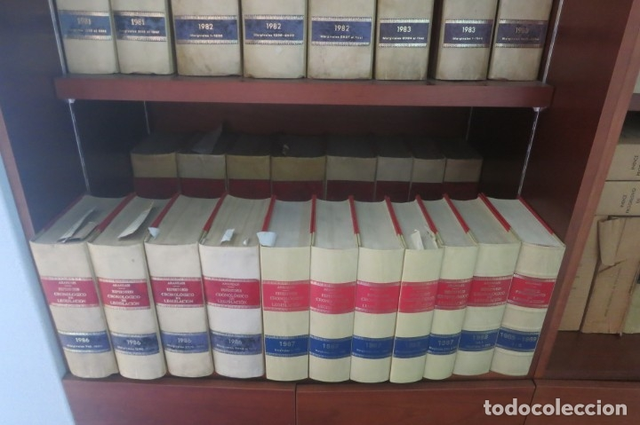 Libros de segunda mano: Repertorio Cronológico de legislación 200 tomos 1950 a 1991 Aranzadi - Foto 10 - 176912039