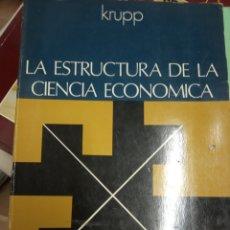 Libros de segunda mano: LA ESTRUCTURA DE LA CIENCIA ECONÓMICA ENSAYOS SOBRE METODOLOGÍA - KRUPP- AGUILAR 1973-. Lote 179077253