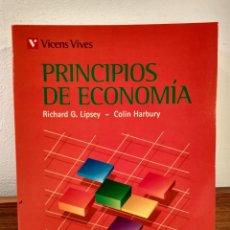 Libros de segunda mano: PRINCIPIOS DE ECONOMÍA. EDICIÓN REVISADA Y ADAPTADA A LA ECONOMÍA ESPAÑOLA. LIPSEY, RICHARD G.. Lote 184024356