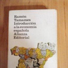 Libros de segunda mano: INTRODUCCIÓN A LA ECONOMÍA ESPAÑOLA. RAMÓN TAMAMES. ALIANZA EDITORIAL.. Lote 190145013